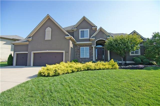 2404 NE Spring Creek Drive, Lee's Summit, MO 64086 (#2090557) :: NestWork Homes