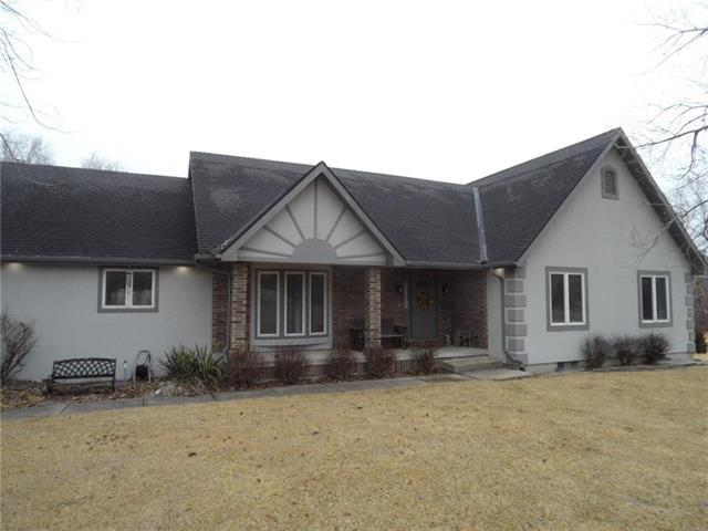21325 W 105th Street, Olathe, KS 66061 (#2090561) :: NestWork Homes