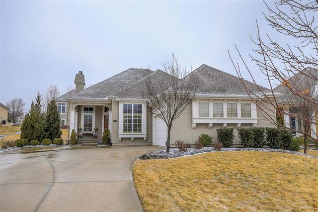 11712 S Carriage Road, Olathe, KS 66062 (#2090783) :: Edie Waters Team