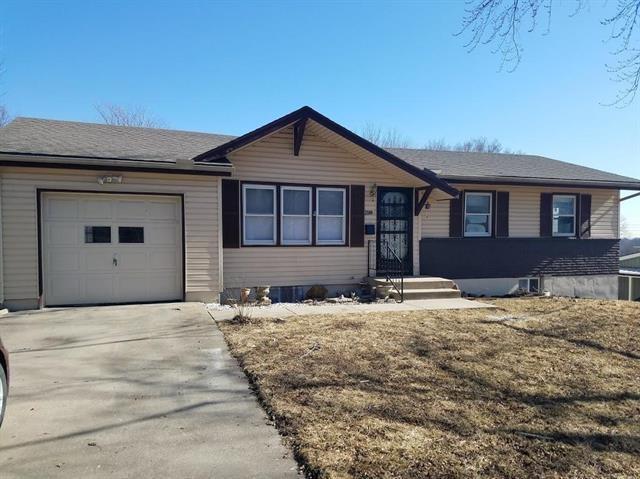 2500 NE 63rd Place, Kansas City, MO 64118 (#2090960) :: Edie Waters Team