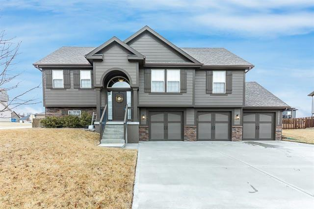 740 White Tail Court, Liberty, MO 64068 (#2091068) :: Edie Waters Team