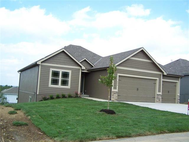 802 SW Apple Grove Court, Grain Valley, MO 64029 (#2091493) :: Edie Waters Team