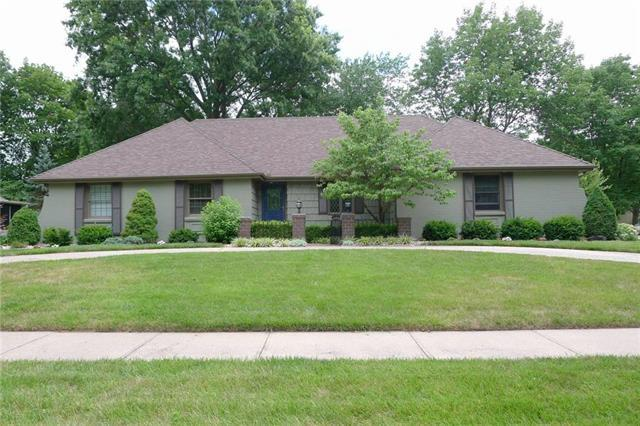 2217 W 119th Street, Leawood, KS 66209 (#2091683) :: Edie Waters Team