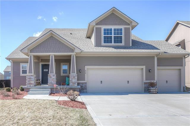 424 Meadowlark Drive, Raymore, MO 64083 (#2091700) :: Edie Waters Team