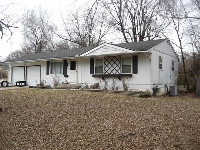 8700 E Bannister Terrace, Kansas City, MO 64134 (#2091793) :: Edie Waters Team