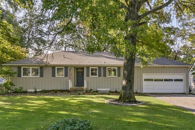 4121 W 54th Terrace, Roeland Park, KS 66205 (#2091800) :: Edie Waters Team