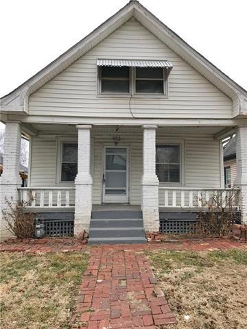 323 Wheeling Avenue, Kansas City, MO 64123 (#2092106) :: Edie Waters Team