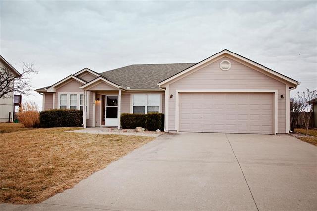 1307 S Huntington Drive, Greenwood, MO 64034 (#2092132) :: Edie Waters Team