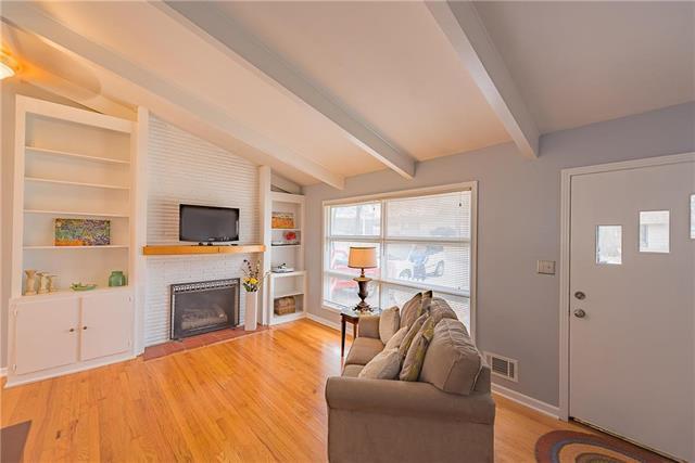 6901 W 78th Terrace, Overland Park, KS 66204 (#2092183) :: Edie Waters Team