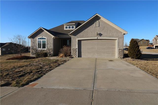13282 Richland Avenue, Bonner Springs, KS 66012 (#2092212) :: Edie Waters Team