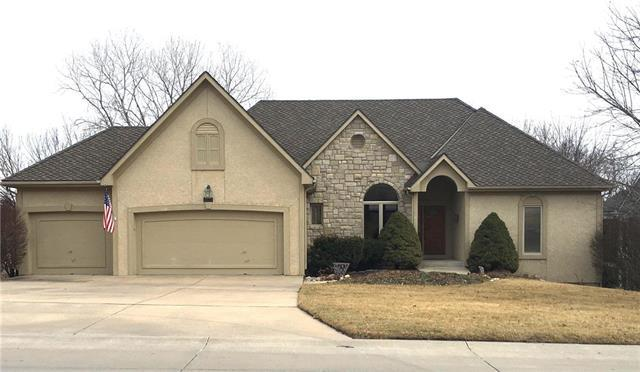 10175 S North Lake Avenue, Olathe, KS 66061 (#2092285) :: Edie Waters Team