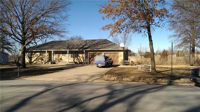 7140 W 194th Street, Stilwell, KS 66085 (#2092319) :: Edie Waters Team