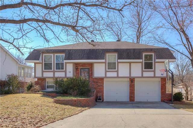 11 NE 88th Terrace, Kansas City, MO 64155 (#2092329) :: Edie Waters Team