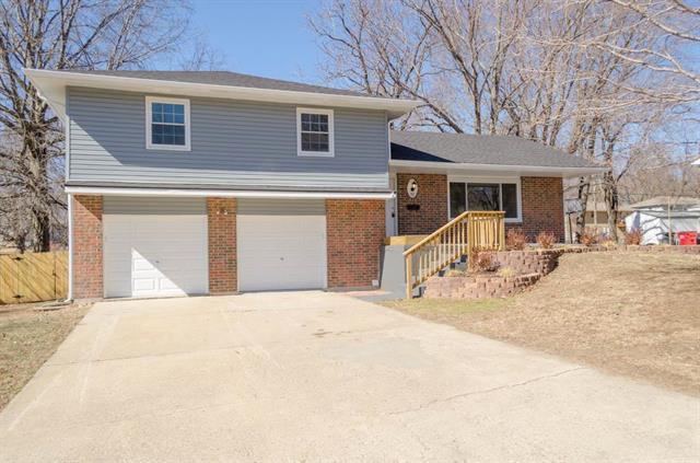 501 SW 23rd Street, Blue Springs, MO 64015 (#2092357) :: Edie Waters Team