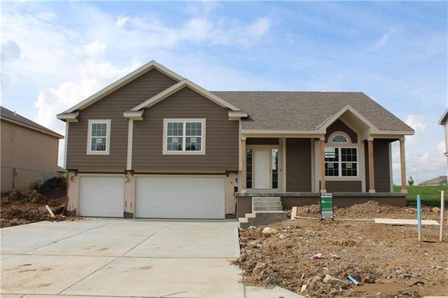 904 SE Forest Ridge Court, Blue Springs, MO 64014 (#2092444) :: Edie Waters Team