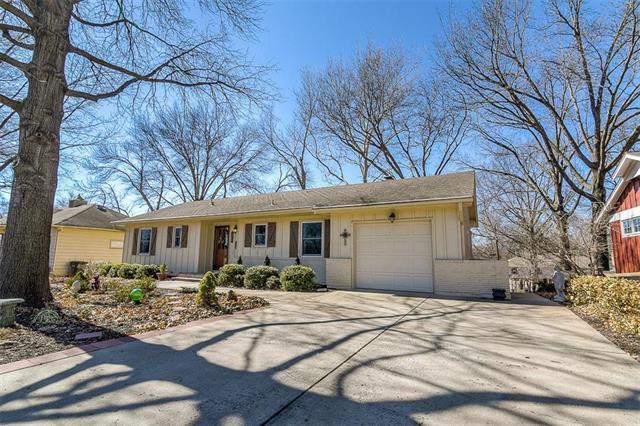 9334 Woodward Street, Overland Park, KS 66212 (#2092528) :: Edie Waters Team