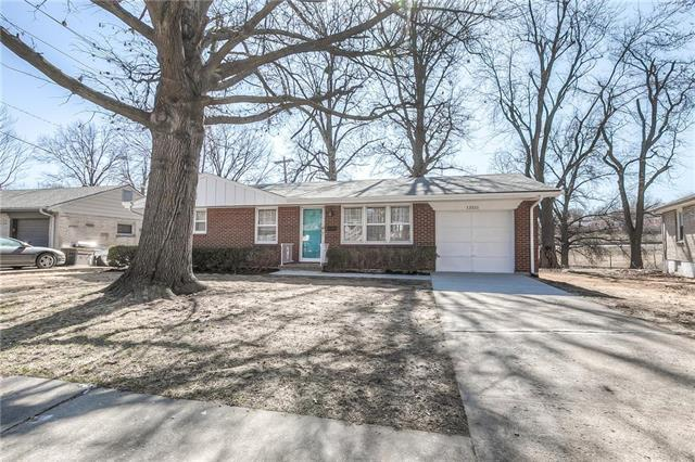 13511 E 41st Terrace, Independence, MO 64055 (#2092742) :: Edie Waters Team