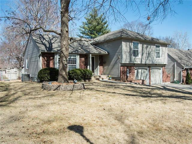 10812 W 100th Place, Overland Park, KS 66214 (#2092812) :: Edie Waters Team