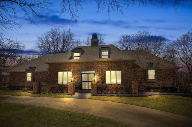 1201 W 113th Street, Kansas City, MO 64114 (#2093032) :: Edie Waters Team