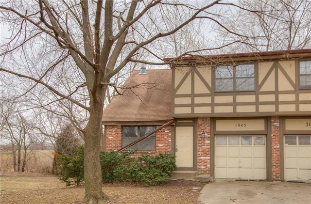 1045 E Dover Circle, Olathe, KS 66061 (#2093071) :: Edie Waters Team