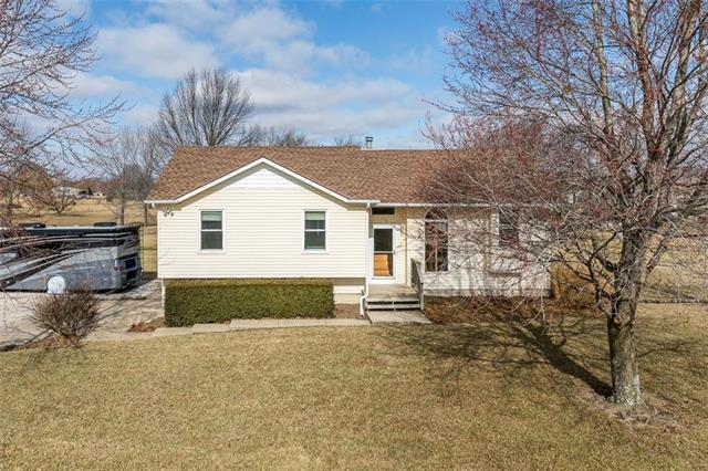 5200 W 201st Terrace, Stilwell, KS 66085 (#2093145) :: Vogel Team