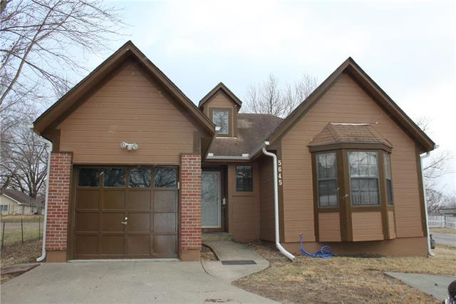 5645 Clark Street, Kansas City, KS 66106 (#2093313) :: Edie Waters Team