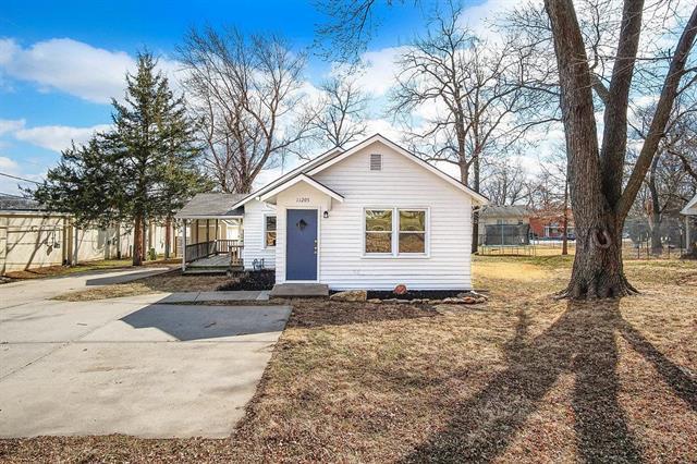 11205 W 61st Place, Shawnee, KS 66203 (#2093353) :: Edie Waters Team