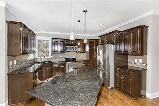 8925 W 126th Terrace, Overland Park, KS 66213 (#2093394) :: Edie Waters Team