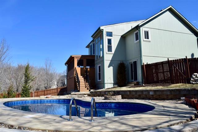 6404 Payne Street, Shawnee, KS 66226 (#2093406) :: Edie Waters Team