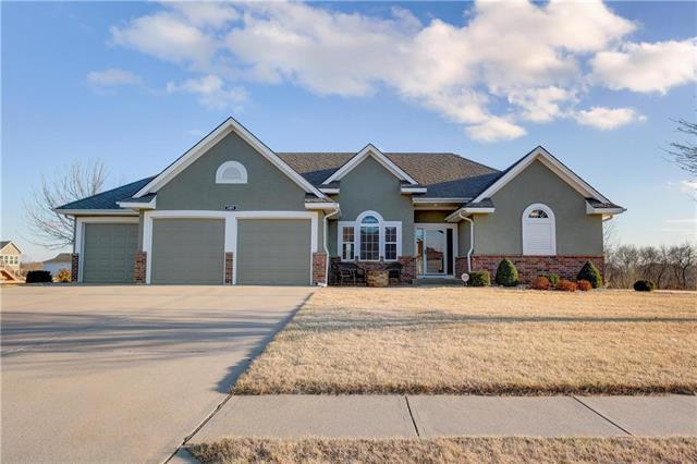 3407 NE 154th Terrace, Smithville, MO 64089 (#2093421) :: Tradition Home Group