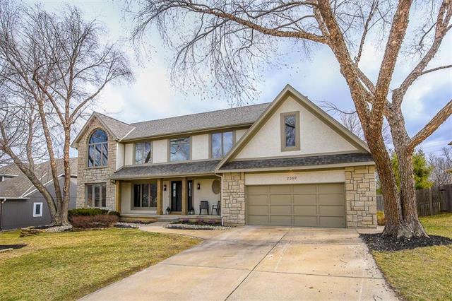 2369 NW Summerfield Drive, Lee's Summit, MO 64081 (#2093445) :: Edie Waters Team