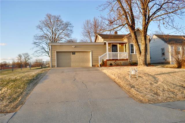 9324 W 49 Terrace, Merriam, KS 66203 (#2093482) :: Edie Waters Team