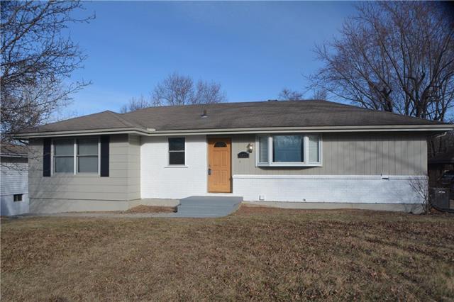 8927 N Mcgee Street, Kansas City, MO 64155 (#2093508) :: Edie Waters Team