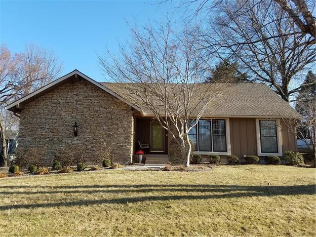 10619 W 52nd Circle, Shawnee, KS 66203 (#2093527) :: Edie Waters Team