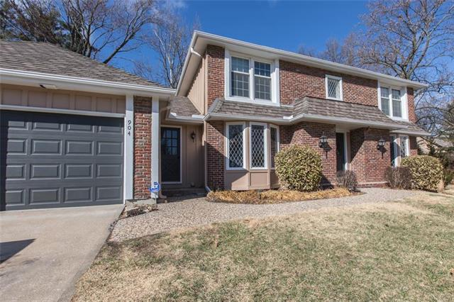 904 Carnoustie Drive, Kansas City, MO 64145 (#2093548) :: Edie Waters Network
