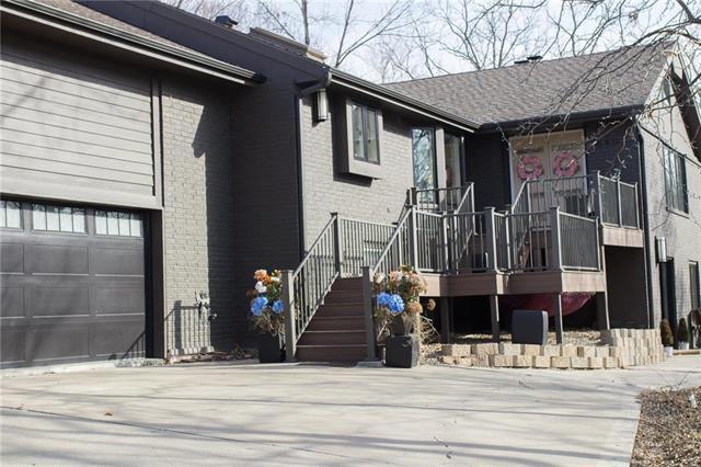 8407 Redbud Lane, Lenexa, KS 66220 (#2093560) :: Tradition Home Group