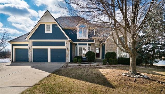 135 Shoreline Terrace, Louisburg, KS 66053 (#2093562) :: Edie Waters Team