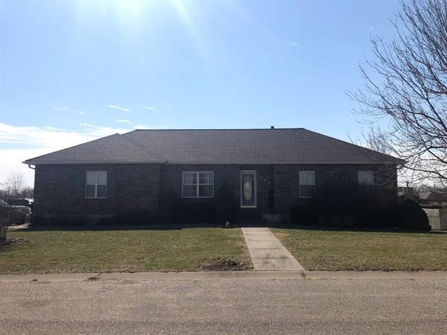 422 E Lawn Circle, Odessa, MO 64076 (#2093842) :: Edie Waters Team