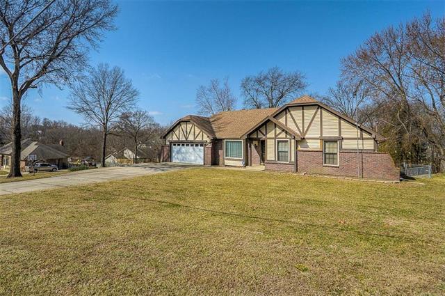 7910 NW Eastside Drive, Weatherby Lake, MO 64152 (#2094052) :: HergGroup Kansas City