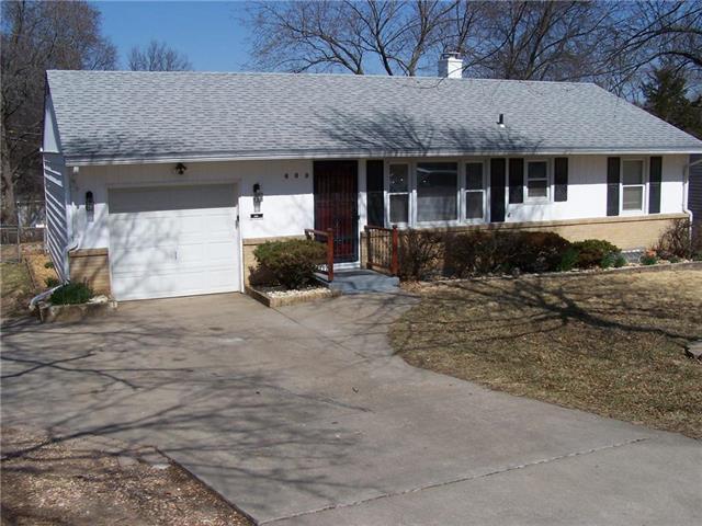 600 W 91st Terrace, Kansas City, MO 64114 (#2094090) :: Edie Waters Team