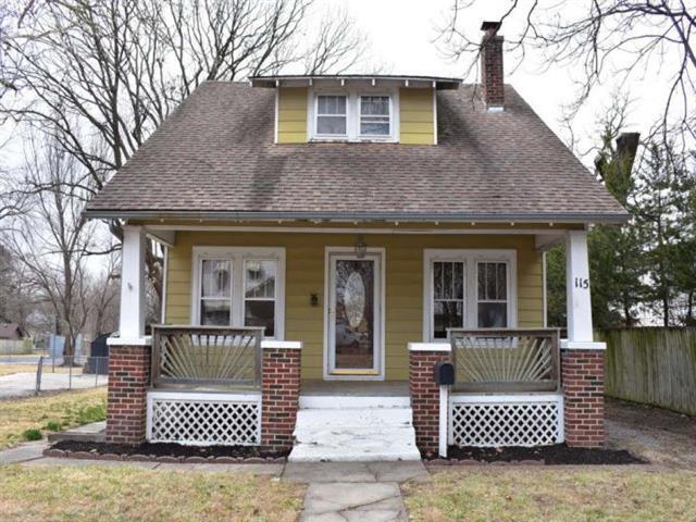115 S Pine Street, Olathe, KS 66061 (#2094342) :: Edie Waters Team