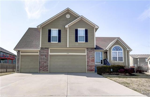 18106 Rollins Drive, Smithville, MO 64089 (#2094421) :: Tradition Home Group
