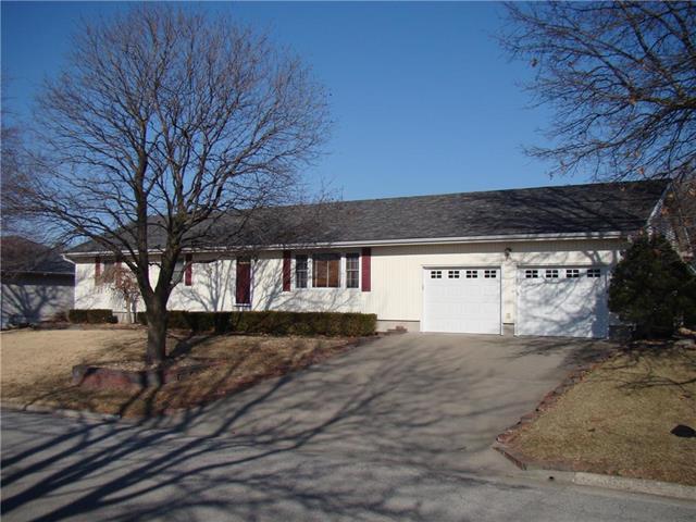 1907 Willow Street, Higginsville, MO 64037 (#2094450) :: Edie Waters Team
