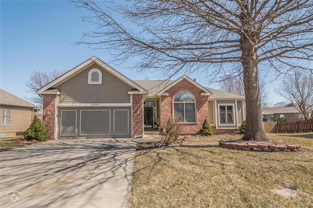 21305 W 56th Street, Shawnee, KS 66218 (#2094470) :: Edie Waters Team