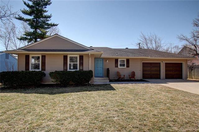 2123 W 74th Terrace, Prairie Village, KS 66208 (#2094500) :: Edie Waters Team