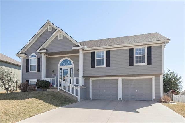 2002 NE Summerfield Lane, Blue Springs, MO 64029 (#2094502) :: Edie Waters Team