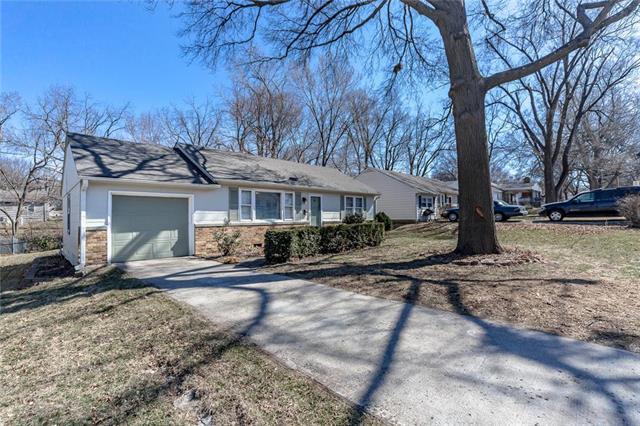 6431 Larsen Lane, Shawnee, KS 66203 (#2094511) :: Tradition Home Group