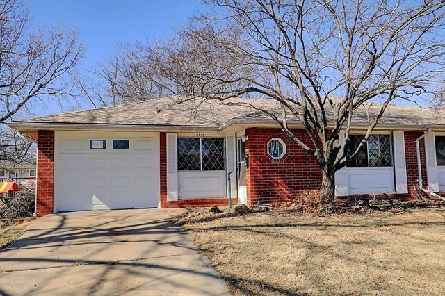 5614 N Strathbury Avenue, Kansas City, MO 64152 (#2094608) :: Tradition Home Group