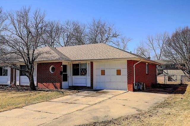 5616 N Strathbury Avenue, Kansas City, MO 64152 (#2094654) :: Tradition Home Group