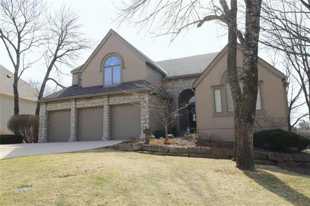 10321 S North Lake Avenue, Olathe, KS 66061 (#2094800) :: Edie Waters Team